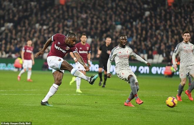 Liverpool bi Man City ap sat sau tran hoa West Ham hinh anh 2
