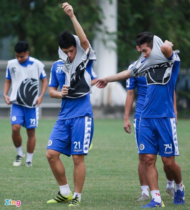 Tam quen that bai, Quang Hai cung dong doi huong den AFC Cup hinh anh 2
