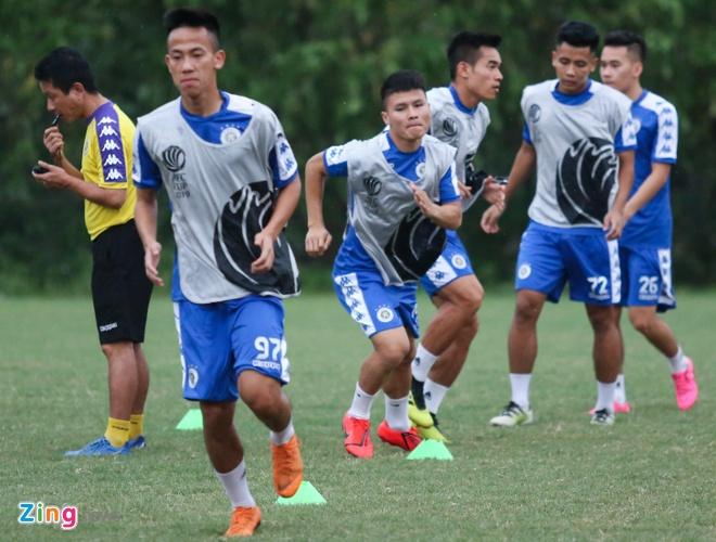 Tam quen that bai, Quang Hai cung dong doi huong den AFC Cup hinh anh 3
