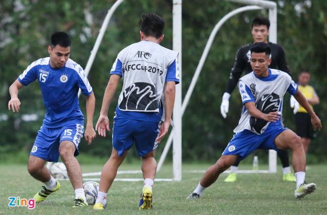 Tam quen that bai, Quang Hai cung dong doi huong den AFC Cup hinh anh 6