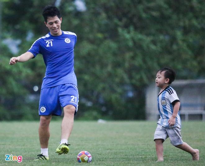Tam quen that bai, Quang Hai cung dong doi huong den AFC Cup hinh anh 8