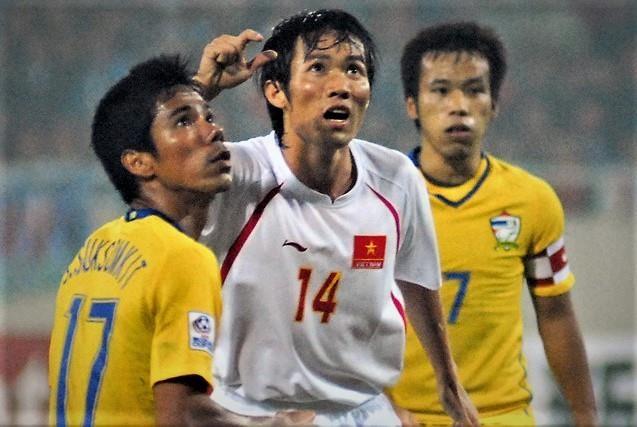 Nhin lai 2 that bai cua Viet Nam truoc Thai Lan tai King's Cup 2006 hinh anh
