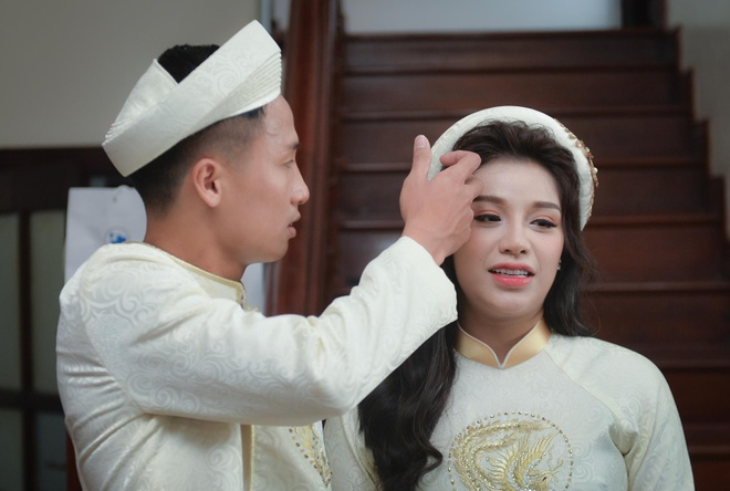 Bui Tien Dung au yem, nam tay co dau khong roi trong le an hoi hinh anh
