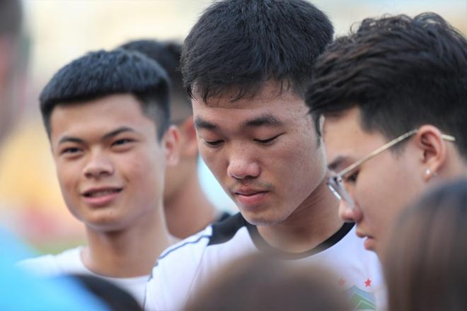 CDV vay kin Xuan Truong sau buoi tap cua HAGL hinh anh