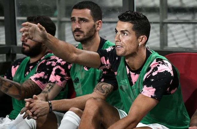 Ronaldo bi to phot lo co dong vien sau be boi o Han Quoc hinh anh 1