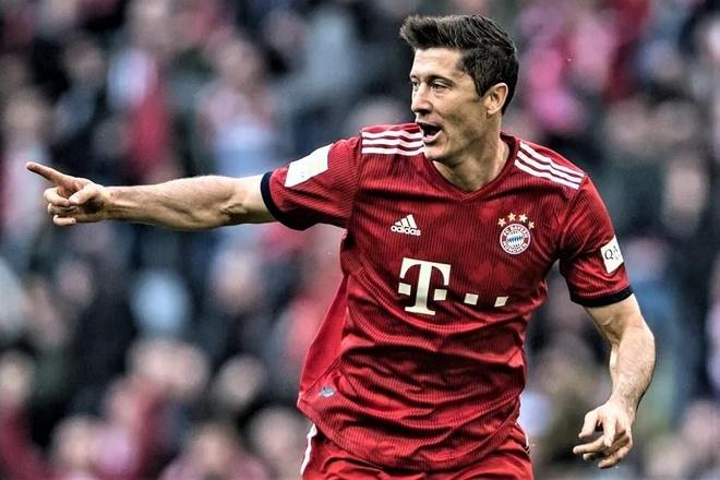 Lewandowski lap hat-trick giup Bayern thang Schalke hinh anh