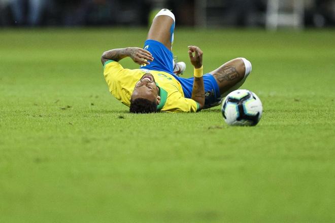 Thong ke chi ra Neymar hay hon Ronaldo o cap doi tuyen hinh anh 1
