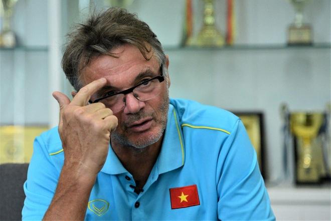 HLV Troussier noi ve muc tieu dua Viet Nam du World Cup hinh anh