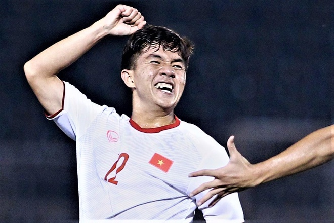 U19 Viet Nam co ban mo ty so tu cu sut xa truoc Mong Co hinh anh