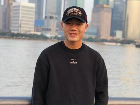 Xuan Truong len choi bong chuyen, bi HLV the luc phat hien hinh anh