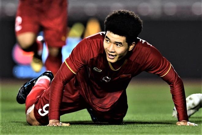 Duc Chinh danh dau nang ty so len 3-0 cho U22 Viet Nam hinh anh
