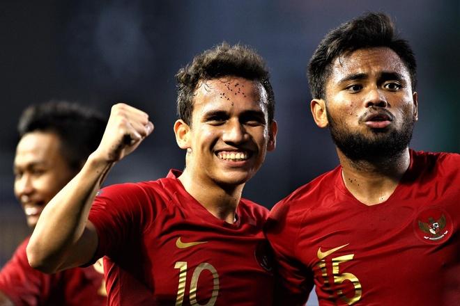 Egy Vikri danh dau nang ty so len 2-0 cho U22 Indonesia hinh anh