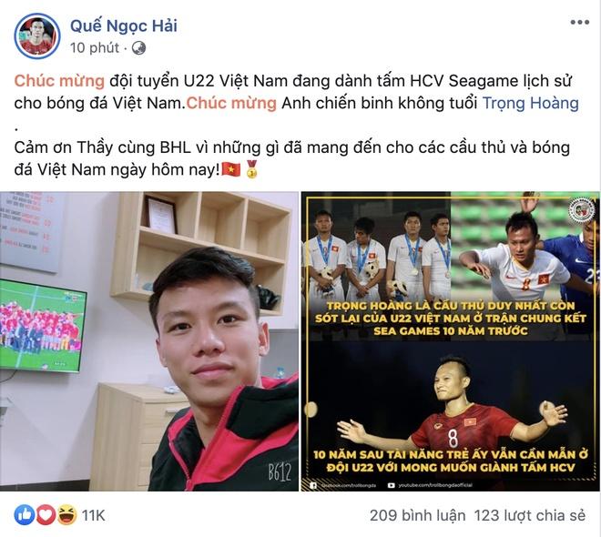Bui Tien Dung, Que Ngoc Hai chuc mung chien thang cua U22 Viet Nam hinh anh 2