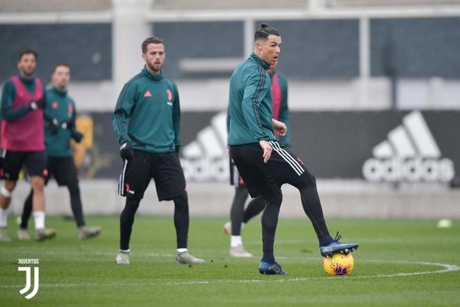 Ronaldo gay chu y voi kieu toc bui nguoc hinh anh 3