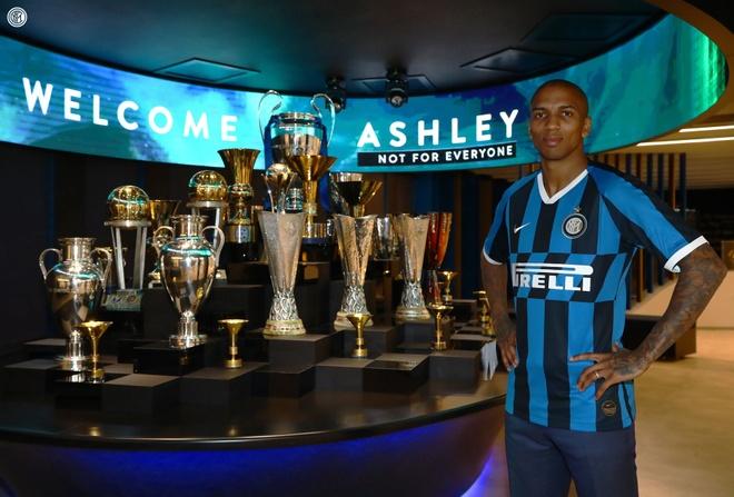 Ashley Young roi Man Utd, dau quan cho Inter Milan hinh anh 1 young_inter.jpg