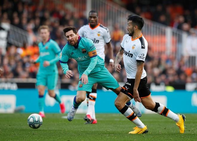 Messi tit ngoi, Barca phoi ao truoc Valencia hinh anh 1 2020_01_25T154354Z_1786420920_RC23NE99CDZR_RTRMADP_3_SOCCER_SPAIN_VAL_FCB_REPORT.JPG