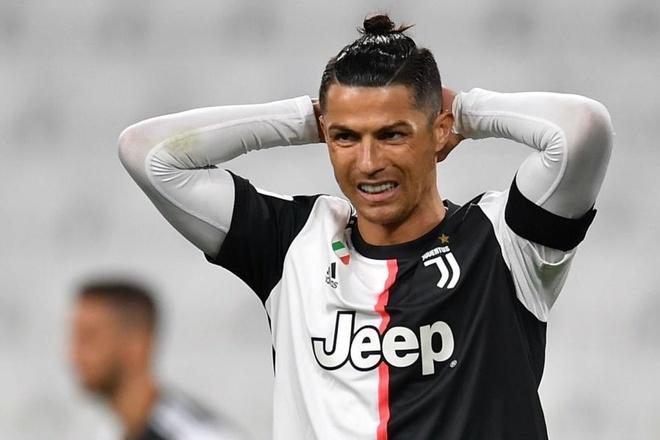 Ronaldo chiec giay vang anh 1