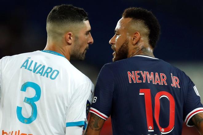 Neymar bi phan biet chung toc anh 1