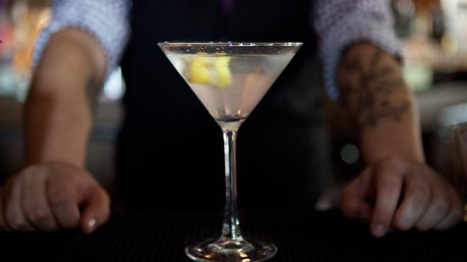 'James Bond da uong martini sai cach' hinh anh 2