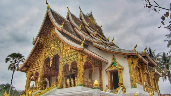 Den Luang Prabang tim lai hinh dang xua nuoc Lao hinh anh