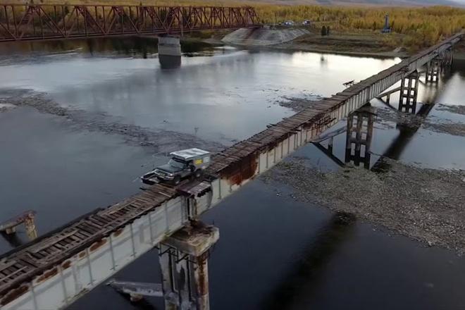 Cầu gỗ nguy hiểm nhất thế giới thách thức mọi tay lái ở Nga