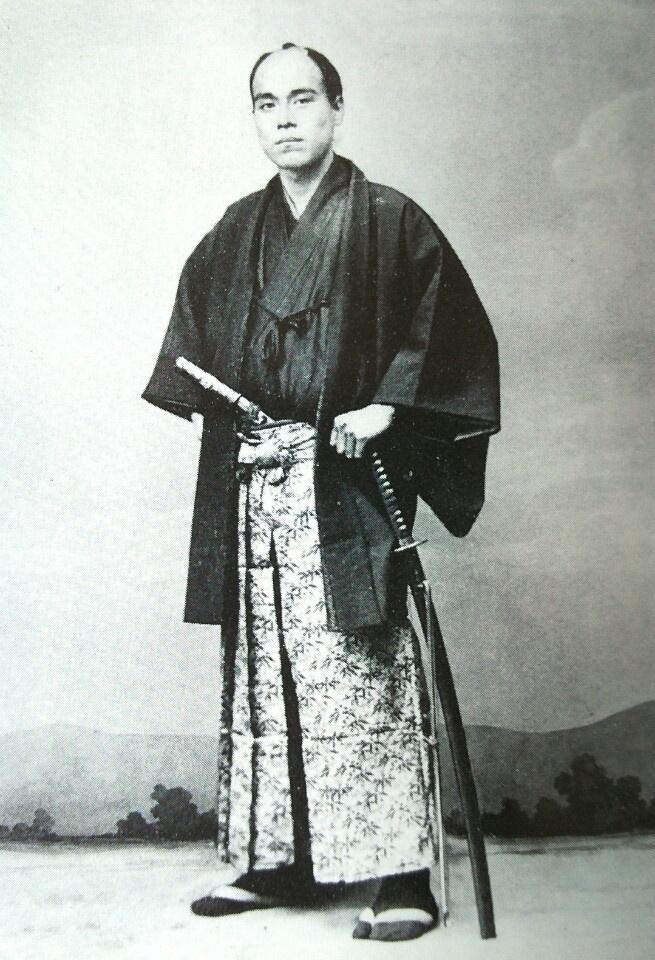 Cuon sach cua nguoi dan ong tren to tien menh gia 10.000 yen Nhat hinh anh 3