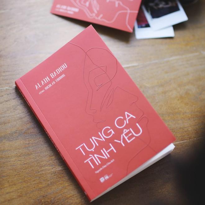 Sách Tụng ca tình yêu. Ảnh: Phanbook.