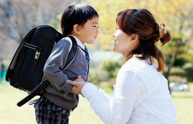 'Me oi, me co hanh phuc khong?' hinh anh 2 mother_son_backback_schools_1551738826_566_width696height446.jpg