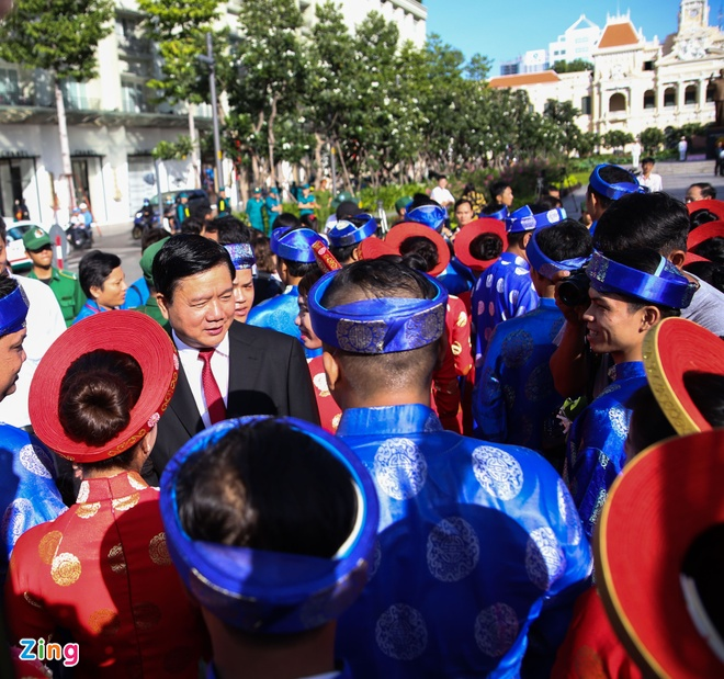 100 cap doi trong le cuoi tap the ngay Quoc khanh hinh anh 5
