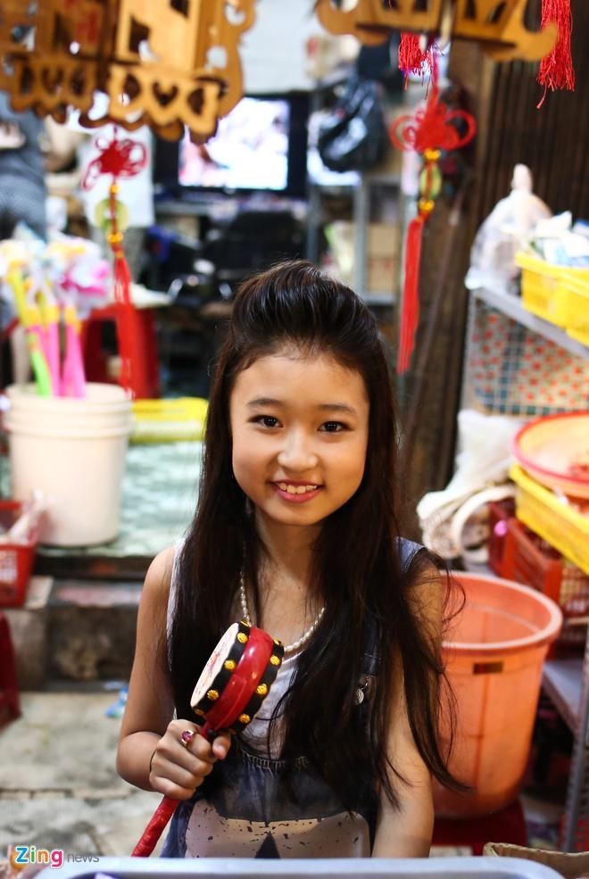 Pho long den Sai Gon dong duc khach truoc trung thu hinh anh 13