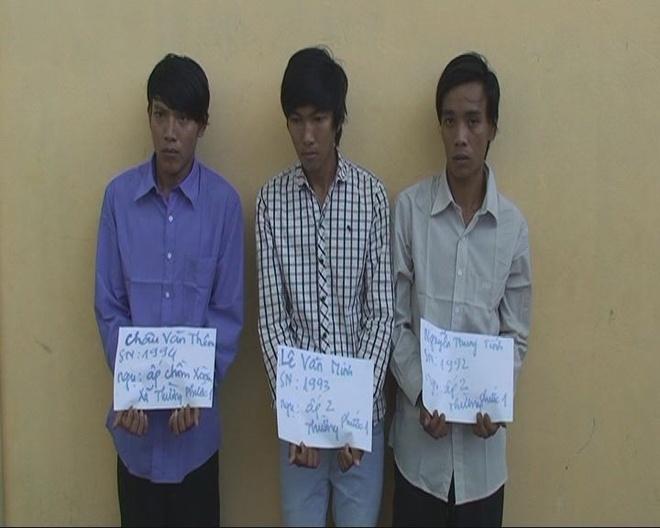 Ba nghi phạm trong vụ cướp bị bắt khẩn cấp. Ảnh Minh Anh