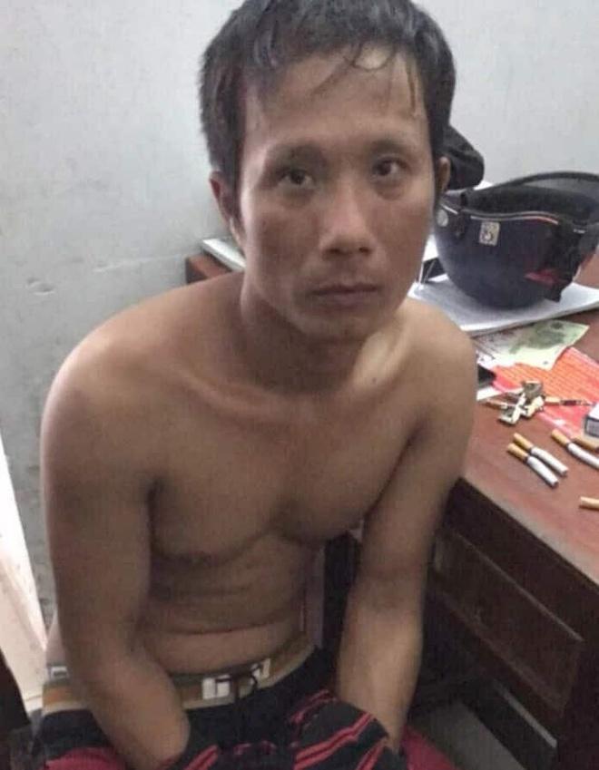 Tiền Giang - Bắt người đàn ông đâm vợ và cháu ruột 12 tháng tuổi