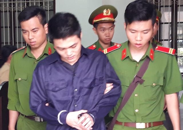 9X ngồi tù sau vụ người đi đường nẹt pô