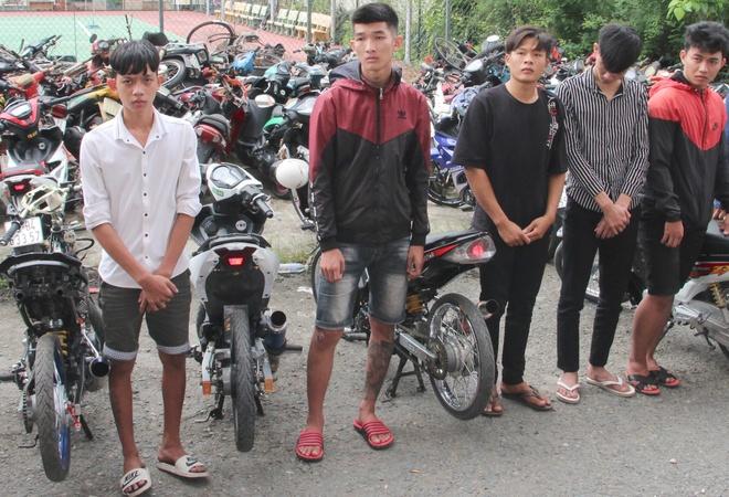 Ngăn hơn 50 thanh niên đua xe, cổ vũ trái phép