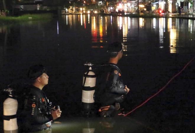 Cần Thơ: Nữ tài xế tử vong khi lao xe xuống hồ lúc triều cường