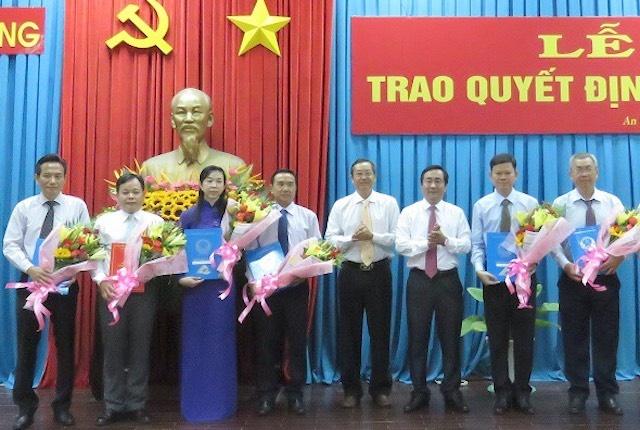 Giam doc So Tai Nguyen Moi truong tinh An Giang bi chuyen cong tac hinh anh 1