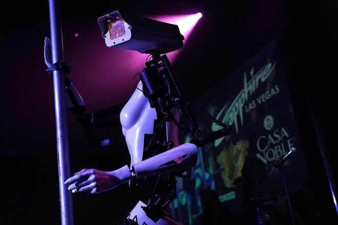 Nhung mau robot ki la tai CES 2018 hinh anh 2