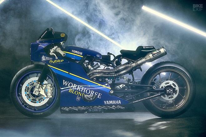 Chien binh toc do Yamaha XSR700 tro ve tu qua khu hinh anh 1