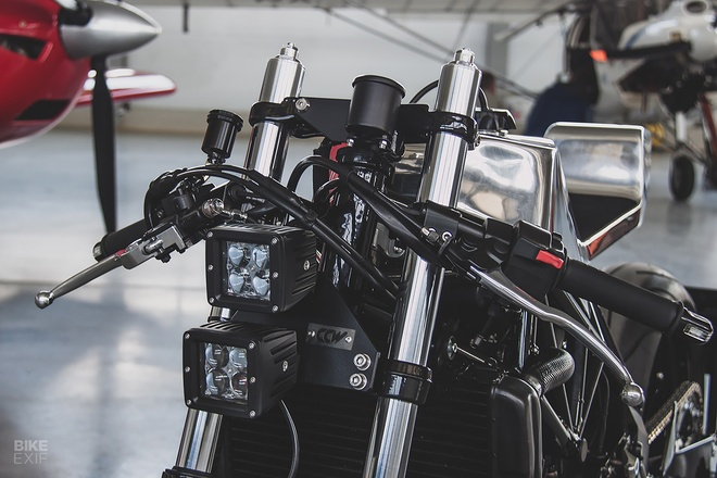 Can canh mau do cafe - streetfighter Yamaha TRX850 tu Nga hinh anh 9