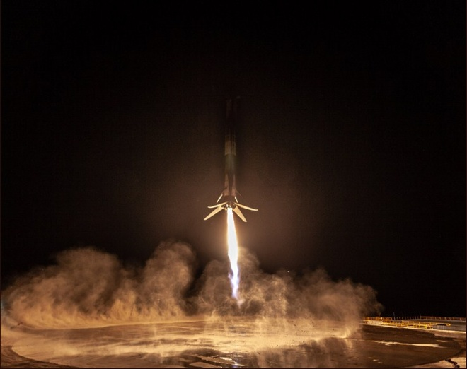Falcon 9 cua SpaceX ha canh thanh cong lan thu 12 hinh anh