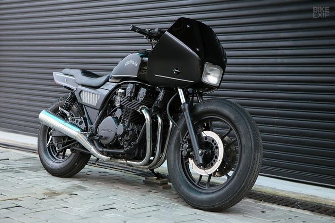 Moto canh sat Honda CBX750 tai xuat voi phong cach ham ho hinh anh 1