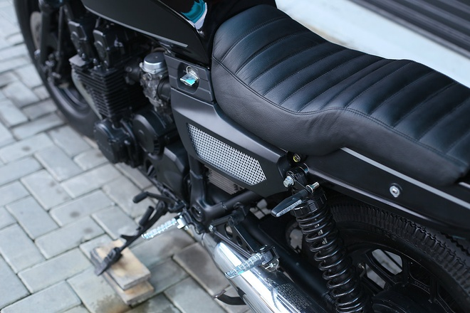 Moto canh sat Honda CBX750 tai xuat voi phong cach ham ho hinh anh 7
