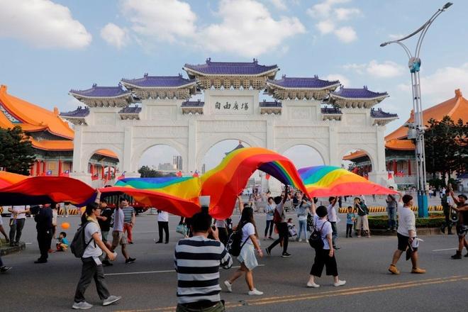Quang cao chong LGBT tren YouTube gay tranh cai o Dai Loan hinh anh