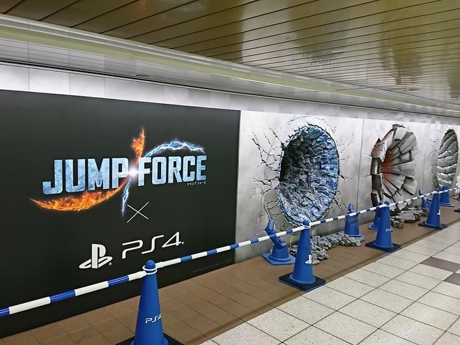 Fan hâm mộ có thể bắt gặp những bức họa đặc biệt trên tại khu vực phố đi bộ Metro, gần ga tàu điện ngầm Tokyo Metro Marunouchi thuộc tổ hợp ga tàu Shinjuku.