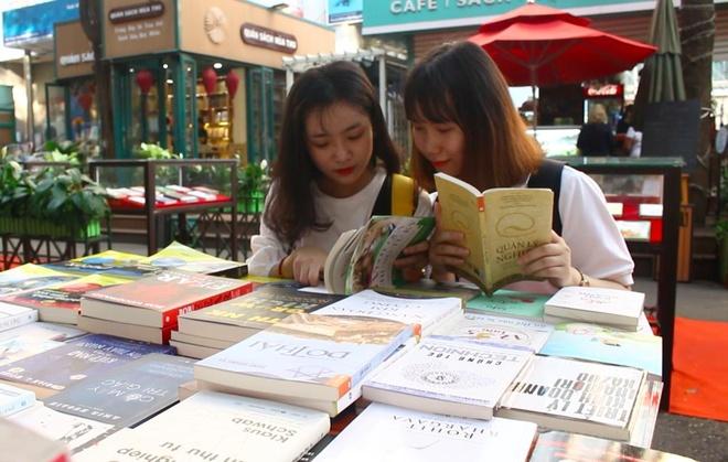 Người trẻ với tuần lễ khuyến đọc tại đường sách Sài Gòn