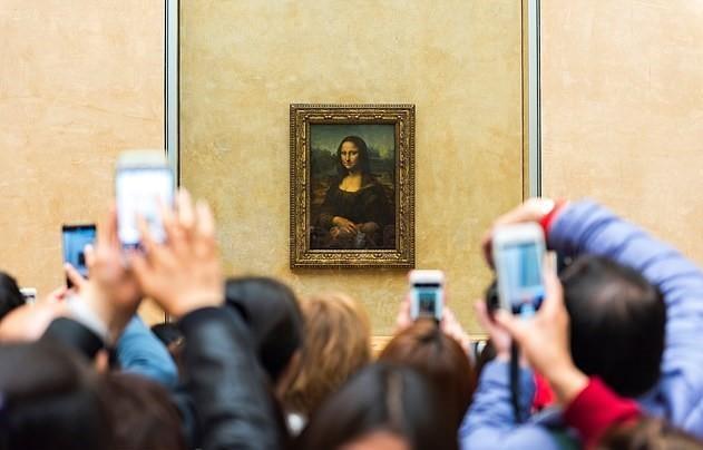 Bao tang Louvre dong cua vi qua dong du khach xem tranh Mona Lisa hinh anh 1