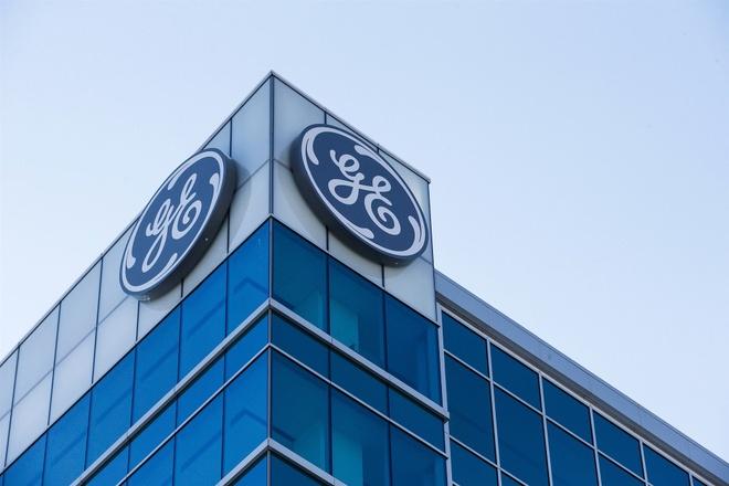 General Electric thay CEO, dung nhan su ben ngoai hinh anh
