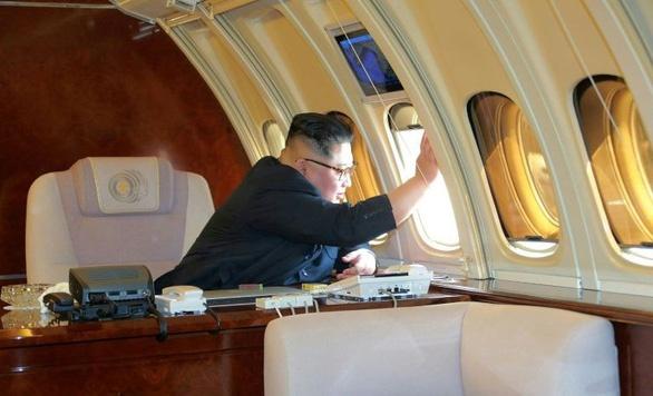 Can canh chuyen co 'lon tuoi' cua ong Kim Jong Un hinh anh 4