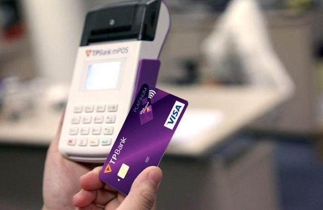 Vô tư mở thẻ tín dụng lấy quà, sinh viên hốt hoảng vì đủ loại phí
