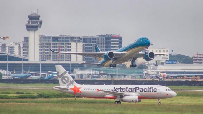 Sẽ thống nhất niêm yết giá vé máy bay có bao gồm thuế phí?